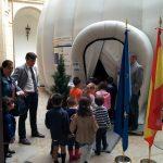 Presentación de Explorando el Sistema Solar - Proyección a los alumnos de un colegio local