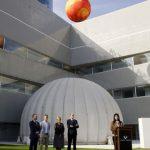 UPV/EHU instala en el Bizkaia Aretoa un montaje sobre el sistema solar con maquetas a escala, fotos y un planetario